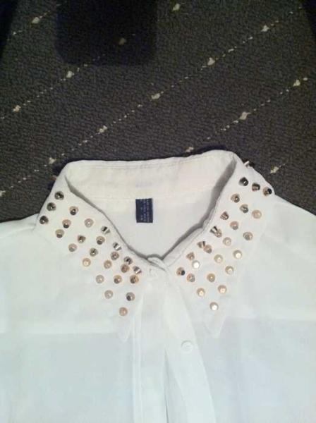 Weiße Bluse mit Nieten am kragen Weiße Bluse mit Nieten am kragen . 2af188d81e