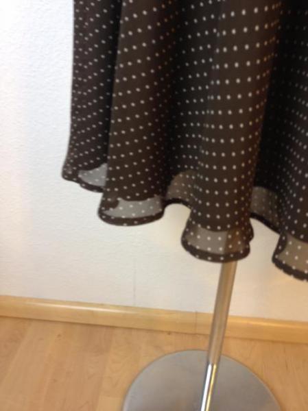 Braunes gepunktetes kleid