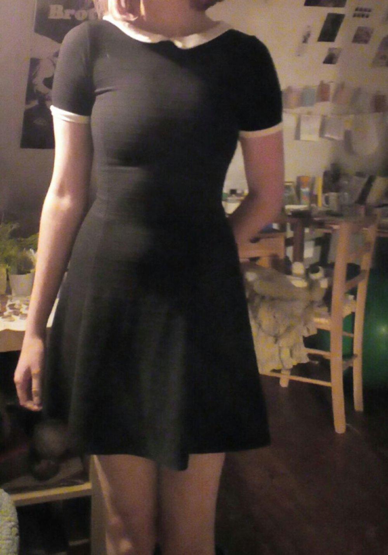 schwarzes Kleid mit weißem Kragen - Addams Family :: Kleiderkorb.ch