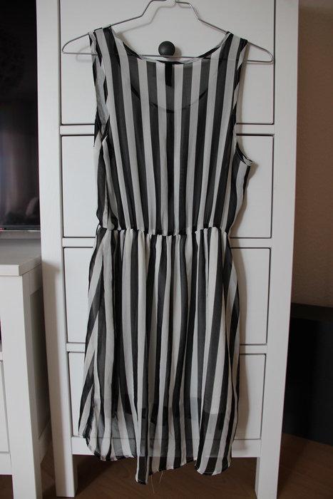 b74e7fb470e7 H M Kleid Vokuhila Größe 34 schwarz weiß gestreift Streifen Chiffon ...