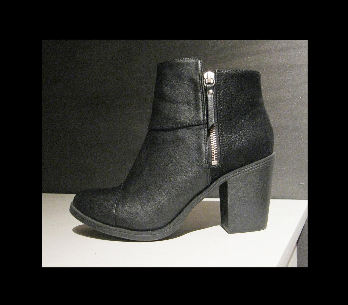 Stiefel hoch schwarz mit Absatz Kleiderkreisel