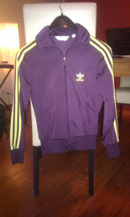 040a47f7dfb9 Adidas-Jacke lila gelb grün Gr. 36    Kleiderkorb.ch