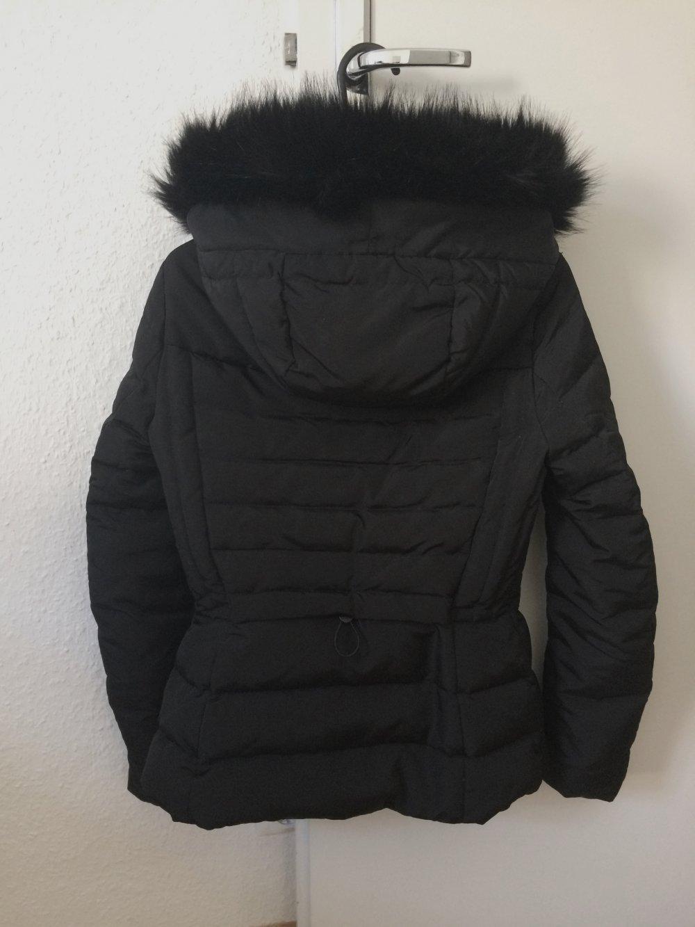 3098e706a0ff Schwarze Zara-Winterjacke