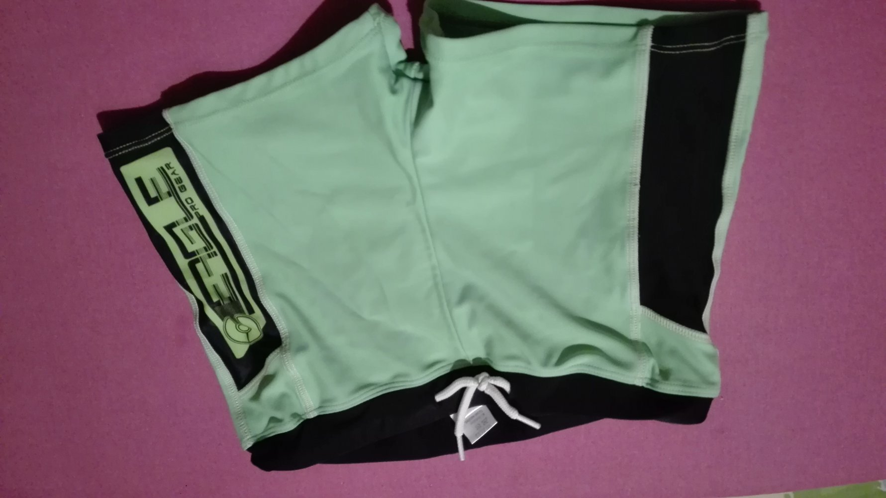 yigga - Yigga - grüne Badehose mit schwarzen Absetzungen ...