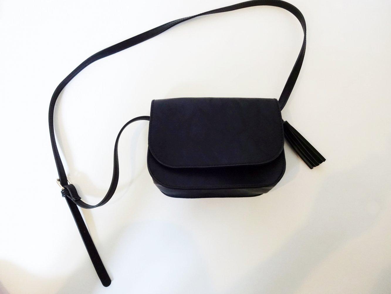 Schwarze Handtasche Basic Umhängetasche Crossbody Bag Neu