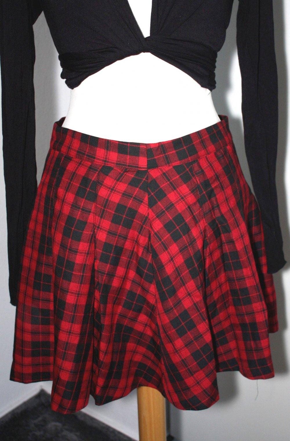 pretty nice d546c ad206 H&M Divided Rock Skaterrock kariert schwarz rot Größe 38