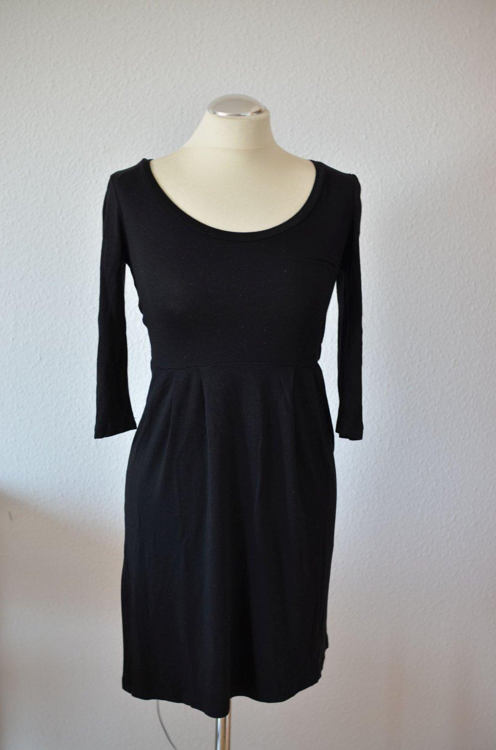 schwarzes Basic-Kleid, Jersey-Kleid, tailliert