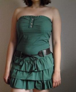 6c9cbafa30f784 Smaragdgrüne Bluse aus Satin mit Rüschen Grünes, kurzes Sommerkleid aus  Italien inklusive Gürtel